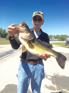 Mike Chandelor 3/22/16 Lake Rousseau 6.4 lbs Caught on Worm